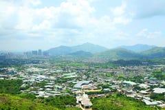 Hong- Kongländliches Gebiet mit vielen Wohnblöcken Lizenzfreies Stockfoto