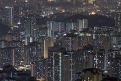 Hong- Kongwohnungen nachts stockbild