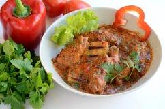 Hongaarse paprikash en groenten Stock Foto's