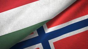 Hongarije en Noorwegen twee vlaggen textieldoek, stoffentextuur vector illustratie