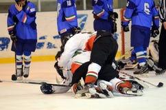 Hongarije - Italië onder 16 icehockeyspel Stock Afbeelding