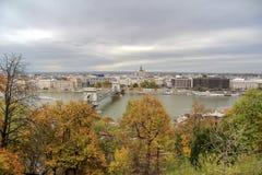Hongarije, mening op de stad van Boedapest, Szechenyi-Kettingsbrug en Stock Afbeeldingen