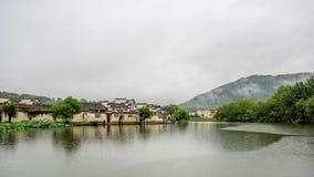 Hongcun i regn Arkivfoto