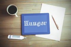 Honger tegen hoge hoekmening van digitaal tablet en document met koffie stock foto