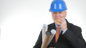 Hongerige Ingenieur Image Eating Starved een Snack royalty-vrije stock afbeeldingen