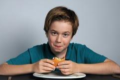 hongerige jongen Stock Fotografie