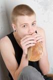 Hongerige tiener Stock Foto