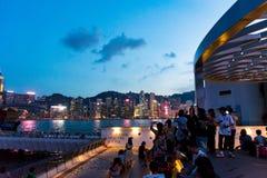 HongHong Kong - 7 août 2018 : Touristes appréciant la vue de Ho photo libre de droits
