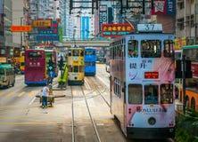 HONGKONG - April 1, 2009 dubbeldäckarespårvagn i den Hong Kong streen Royaltyfri Bild