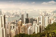 HONGKONG - APRIL 15, 2014: Hong Kong horisont på en vårdag H Royaltyfria Bilder
