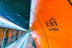 HONGKONG - APRIL 2014: Underjordisk station för MTR i Hong Kong Mor Royaltyfria Bilder