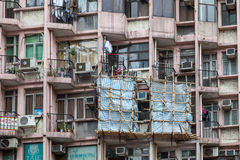 HONGKONG, CHINA/ASIA - LUTY 29: Blok mieszkaniowy w Hongkong fotografia royalty free