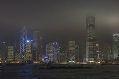 HONGKONG /CHINA 9TH MARS 2007 - stadshorisonten vid natt Royaltyfri Foto