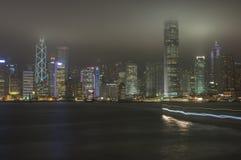 HONGKONG /CHINA 9TH MARS 2007 - stadshorisonten vid natt Arkivbild
