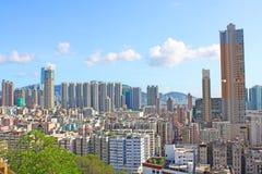 Hongkong de stad in met overvolle gebouwen Stock Foto