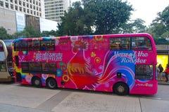 HONGKONG KINA - JANUARI 26, 2017: Dubblett-däck buss i Hong Kong, Kina Dubblett-däcket spårvagnsystemet i Hong Kong är arkivbild