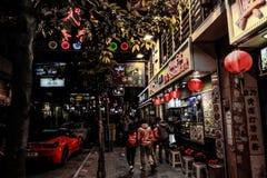 HONGKONG KINA - JANUARI, 17: Hong Kong uteliv Uteliv startar från 10 e.m., erbjuder en variation av stänger, shoppar och restaura Royaltyfria Bilder