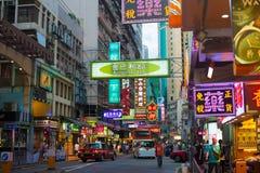 HONGKONG KINA - Juli 1st: Gatasikt på natten på Juli 1st, 2 Royaltyfria Foton