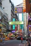 HONGKONG KINA - Juli 1st: Gatasikt på natten på Juli 1st, 2 Arkivfoto