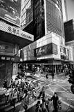 HONGKONG KINA - NOVEMBER 20, 2011: folk på gatorna av Hong Kong på november 20, 2011 arkivbilder