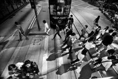 HONGKONG KINA - NOVEMBER 20, 2011: folk på gatorna av Hong Kong på november 20, 2011 arkivbild