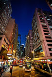 HONGKONG KINA - NOVEMBER 28, 2011: sikt på den Hennessy vägen, Hong Kong på november 28, 2011 fotografering för bildbyråer