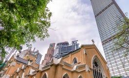 HONGKONG - MAJ 12, 2014: Moderna och forntida byggnader för stad hon Arkivbilder