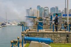 HONGKONG - Mars 15, 2009: Traditionell signal för Noondayvapen Fotografering för Bildbyråer