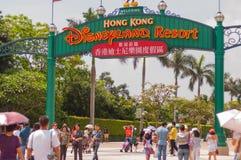 HONGKONG - MEI 08: Huvudsaklig ingång på Disneyland Hong Kong på Mei08 2012 i Kina royaltyfri bild