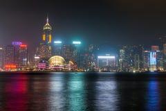 HONGKONG: NOVEMBER 3, 2015: Hong Kong Victoria Harbor på natten Royaltyfria Bilder