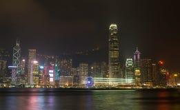 HONGKONG: NOVEMBER 3, 2015: Hong Kong Victoria Harbor på natten Royaltyfria Foton