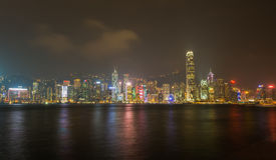 HONGKONG: NOVEMBER 3, 2015: Hong Kong Victoria Harbor på natten Fotografering för Bildbyråer