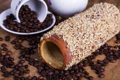 Hongrois un pain rond avec des arachides Photographie stock libre de droits