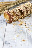 Hongrois un pain rond avec des arachides Photo libre de droits