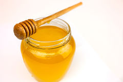 Honig auf einem Weiß Stockfotos