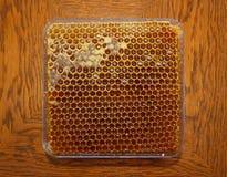 Honig in Bienenwabe 2 lizenzfreies stockbild