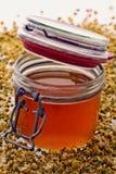 Honig in einem Glas Stockbild