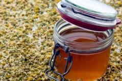 Honig in einem konservierenglas Stockfotografie