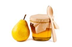 Honig im Glasglas, Birne, Löffel. Lizenzfreie Stockbilder