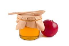 Honig im hölzernen Löffel des Glases. Lizenzfreies Stockbild