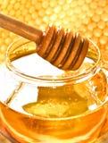 Honig- und Bienenbienenwabe Stockfoto