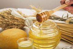 Honig und Käse lizenzfreies stockbild