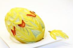 Honigmelone mit aufwändiger Dekoration Stockbild