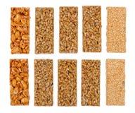 Honigstäbe mit Erdnüssen, indischem Sesam und Startwerten für Zufallsgenerator lizenzfreies stockbild