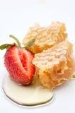 Honing en aardbei stock foto