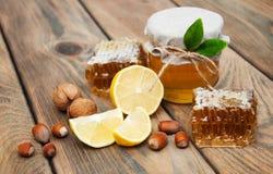 Honing en citroen Stock Afbeeldingen