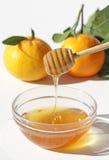 Honing en Mandarins die op wit wordt geïsoleerdo Royalty-vrije Stock Afbeelding