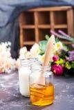 Honing en melk Stock Fotografie