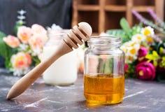 Honing en melk Royalty-vrije Stock Afbeeldingen