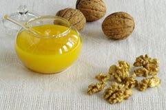 Honing en noten Royalty-vrije Stock Afbeeldingen